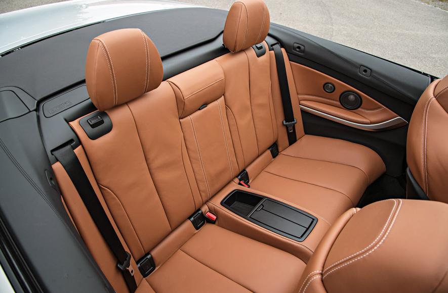 2-gordels-cabriolet-1 Categorie E Gebruik gordels en helmen; zitplaats voor passagiers
