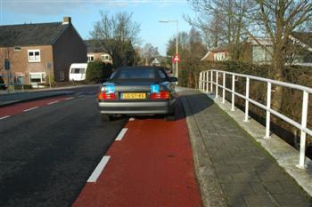 suggestiestrook2 Stilstaan - Op fietsstroken en op de rijbaan naast fietsstroken