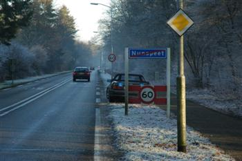 voorrangsweg_bubeko Parkeren - Op de rijbaan van een voorrangsweg buiten de bebouwde kom
