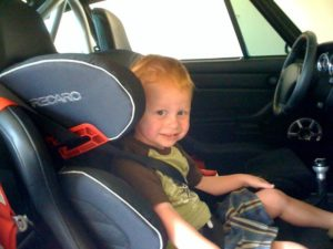 kind-airbag-300x225 Categorie E Gebruik gordels en helmen; zitplaats voor passagiers