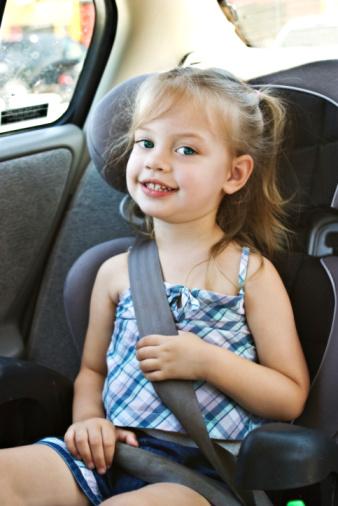 kind-kinderzitje-driepuntsgordel Categorie E Gebruik gordels en helmen; zitplaats voor passagiers