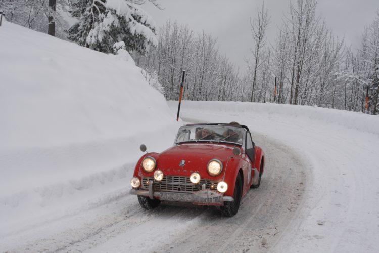 auto in sneeuw