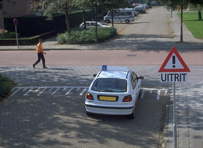 bijzonder-2 Bijzondere wegen, weggedeelten, weggebruikers en manoeuvres - Kennis - Examenvragen oefenen deel 1