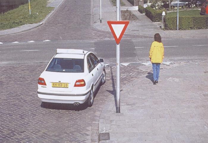 voetgangers-14a Categorie O Voor laten gaan van blinden, gehandicapten en voetgangers