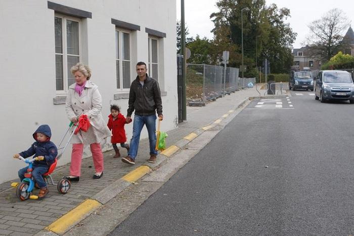 gele-onderbroken-parkeerstrepen Categorie Z Verkeerstekens op het wegdek deel 2